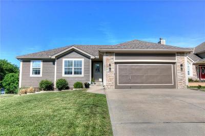 Single Family Home For Sale: 6800 N Pontiac Avenue