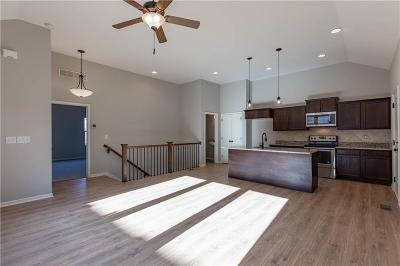 Olathe Condo/Townhouse For Sale: 21822 W 123rd Terrace