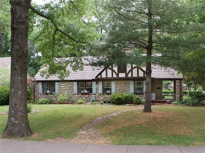 Leawood Single Family Home For Sale: 8100 Lee Boulevard