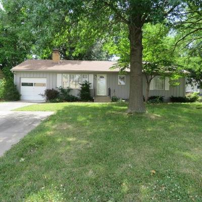 Overland Park Single Family Home For Sale: 6435 Santa Fe Drive