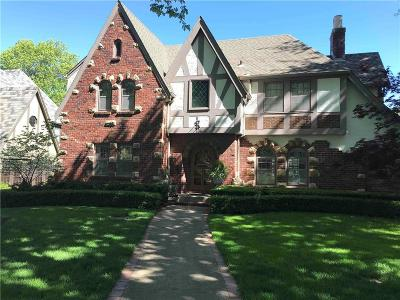 Kansas City Single Family Home For Sale: 634 W 67th Terrace