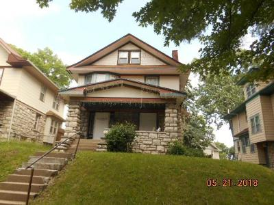 Single Family Home Auction: 141 Elmwood Avenue