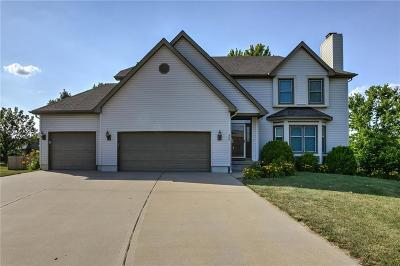 Lee's Summit Single Family Home For Sale: 400 SE Canterbury Lane
