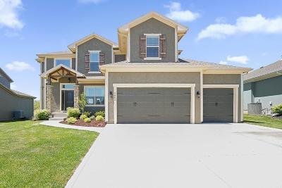 Lenexa Single Family Home For Sale: 9882 Belmont Drive