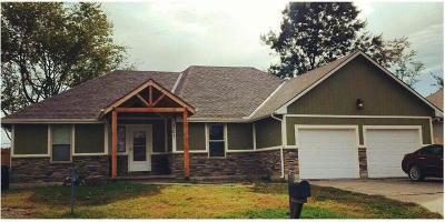 Oak Grove Single Family Home For Sale: 203 SE 25th Street