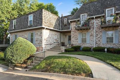 Overland Park Condo/Townhouse For Sale: 5718 Metcalf Court