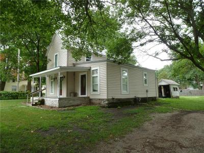 Clinton County Single Family Home For Sale: 604 Maple Street