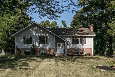 Lenexa Single Family Home For Sale: 8648 Oak Manor Road