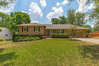Overland Park Single Family Home For Sale: 8505 W 92nd Street