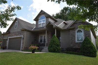 Lee's Summit Single Family Home For Sale: 2720 SW Regal Drive