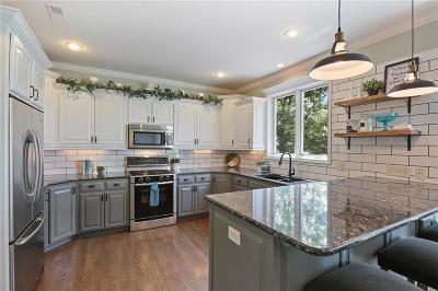 Kansas City Single Family Home For Sale: 9520 Pearl Avenue