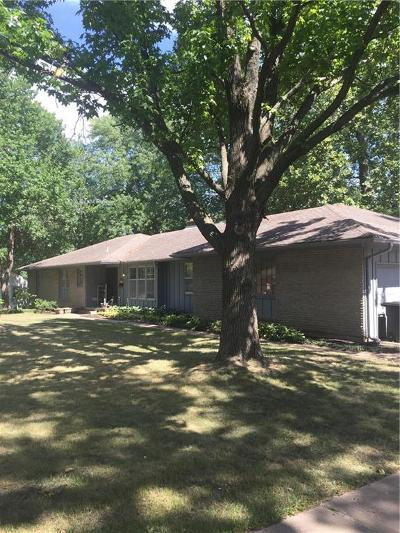 Blue Springs Single Family Home For Sale: 812 Hearnes Avenue