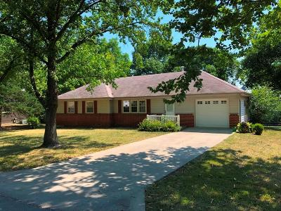 Grundy County Single Family Home For Sale: 414 Town & Country Lane