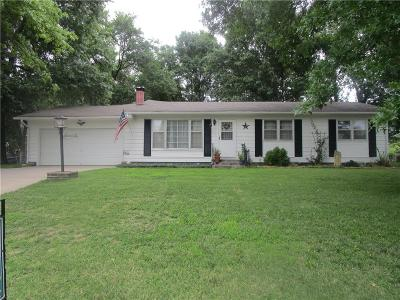 Atchison Single Family Home For Sale: 17467 Bellevue Drive
