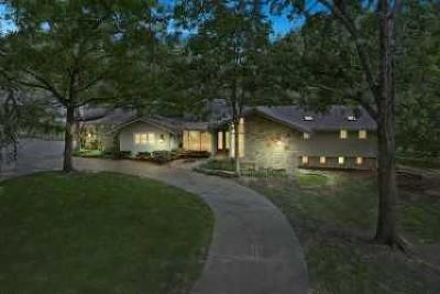 Leawood Single Family Home For Sale: 9835 Pembroke Lane