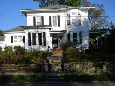 Grundy County Single Family Home For Sale: 425 W 10th Street