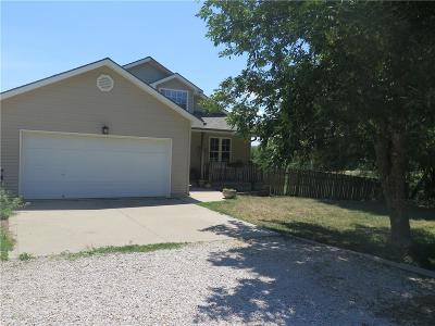Bates City Single Family Home For Sale: 601 S Spruce Street