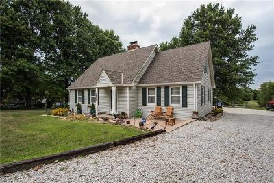 Lee's Summit MO Single Family Home Pending: $319,000