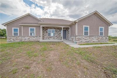Lathrop Single Family Home For Sale: 5033 SE Fox Run Road