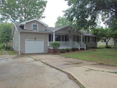 Livingston County Single Family Home For Sale: 1812 Borden Street