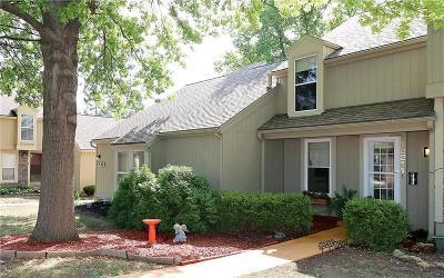 Lenexa Condo/Townhouse For Sale: 12211 W 79th Terrace