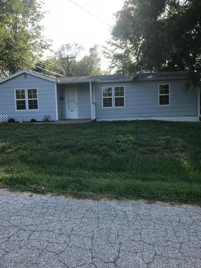 Knob Noster MO Single Family Home For Sale: $69,900