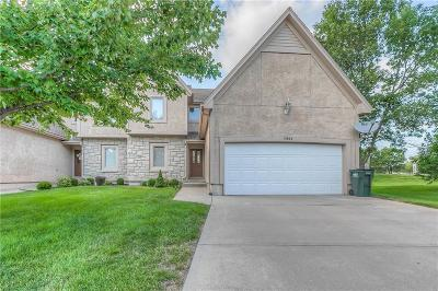 Overland Park Condo/Townhouse For Sale: 11904 Westgate Circle