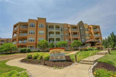 Kansas City Condo/Townhouse For Sale: 3800 N Mulberry #105 Drive #105