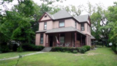 Harrisonville MO Single Family Home For Sale: $179,000