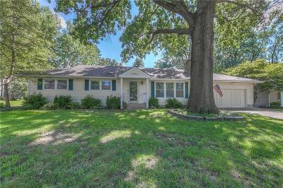 Prairie Village Single Family Home For Sale: 5615 W 81st Terrace