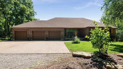 Lee's Summit MO Single Family Home Pending: $450,000