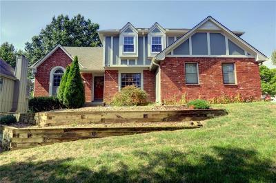 Lenexa Single Family Home For Sale: 8614 Acuff Lane
