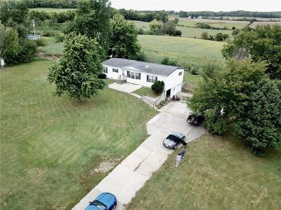 Leavenworth Single Family Home For Sale: 17992 Amelia Earhart Road
