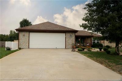 Basehor Single Family Home For Sale: 16713 Freeman Drive
