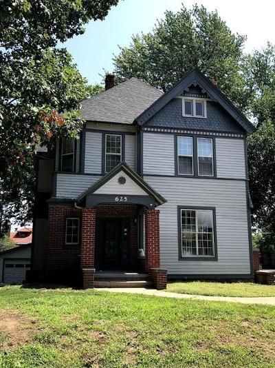 St Joseph Single Family Home For Sale: 625 N 24th Street