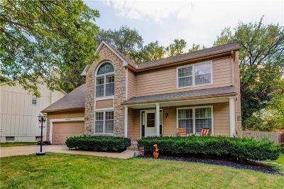 Lenexa Single Family Home For Sale: 8460 Lakeview Avenue