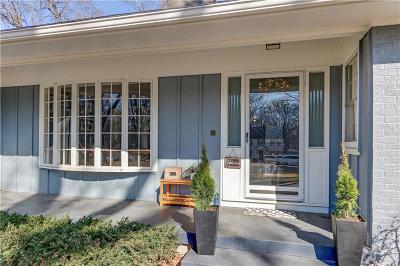 Overland Park Single Family Home For Sale: 6735 Broadmoor Street
