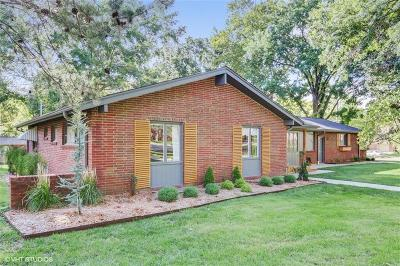 Overland Park Single Family Home For Sale: 9900 El Monte Street