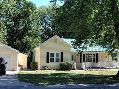 Oak Grove Single Family Home For Sale: 603 SW Locust Street