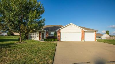 Raymore MO Single Family Home For Sale: $199,950