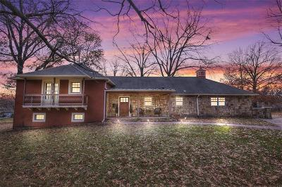 Leawood Single Family Home For Sale: 10334 Meadow Lane