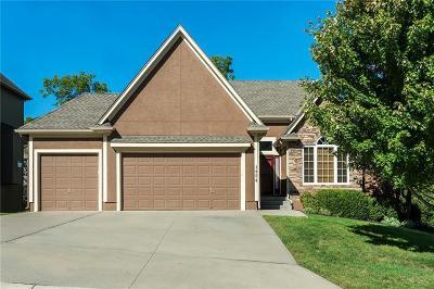 Lee's Summit Single Family Home For Sale: 1424 NE Whitestone Drive