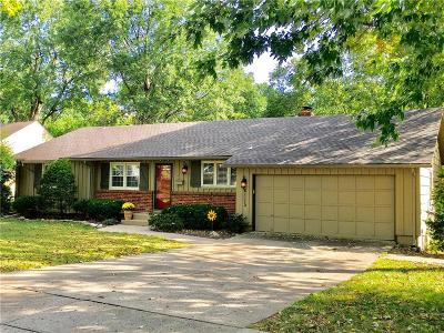 Overland Park Single Family Home For Sale: 6115 W 85th Street