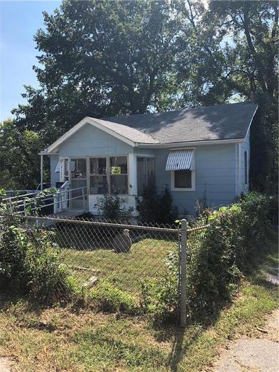Kansas City Single Family Home For Sale: 2127 E 82nd Terrace