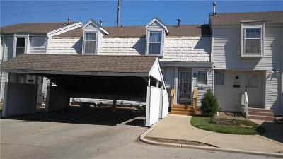 Kansas City Condo/Townhouse For Sale: 5907 Ridgeway Drive