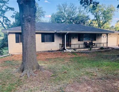 Bonner Springs Single Family Home For Sale: 743 Linda Lane