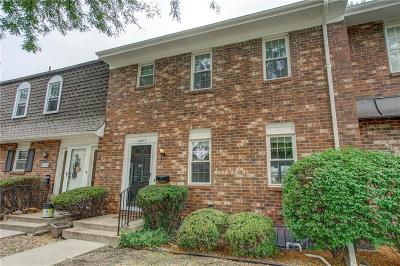 Overland Park Condo/Townhouse For Sale: 10017 W 95th Street