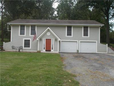 Smithville Single Family Home For Sale: 615 144th Street