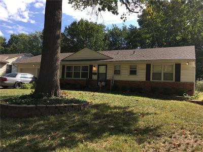 Raytown Single Family Home For Sale: 8205 Hedges