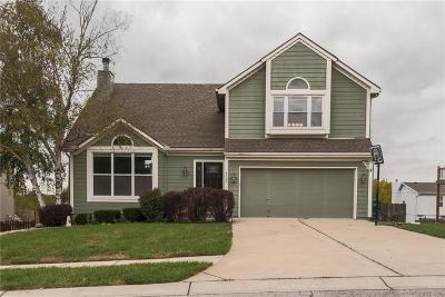 Lee's Summit Single Family Home For Sale: 4520 NE Kingston Drive